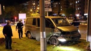 otomobille-carpisan-minibus-orta-refuje-cikti-7249810_x_o