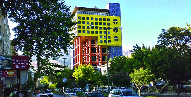 """Dünyanın En Saçma Binası"""" Kahramanmaraş'ta"""